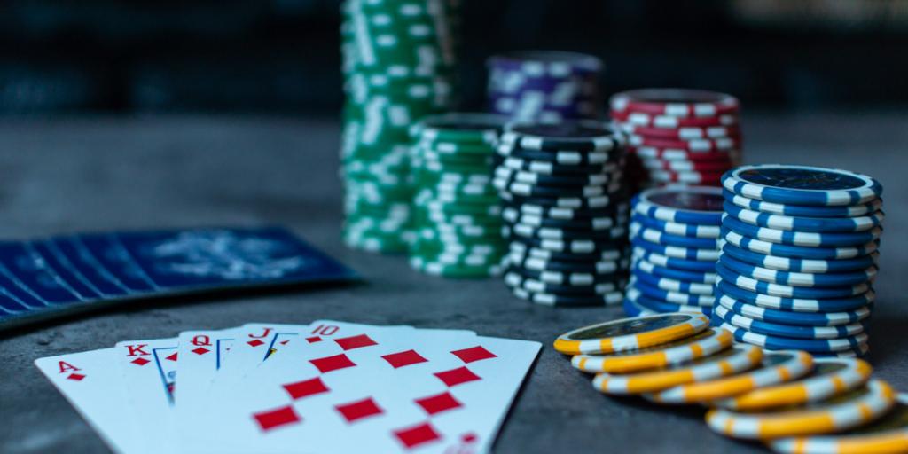 カジノにポーカーチップの名刺が必要な2つの理由 ポーカーチップの名刺が引き継いでいます 1024x512 - カジノが集客にポーカーチップ名刺が必要な2つの理由